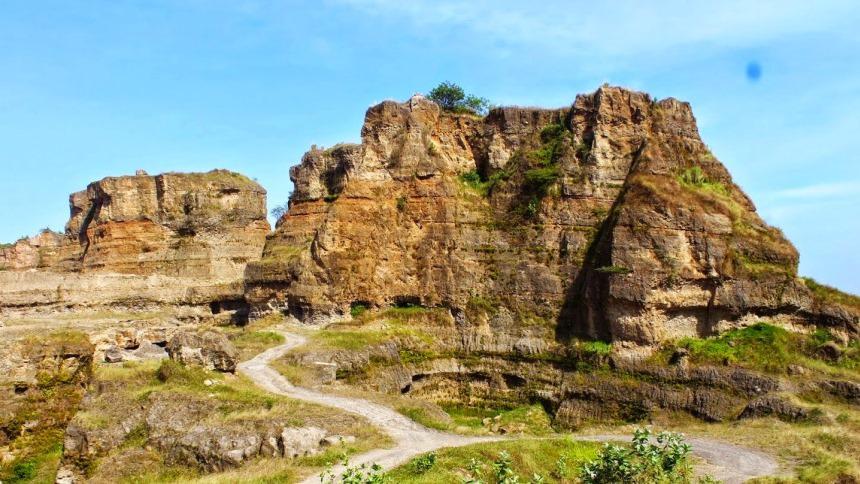Brown Canyon Semarang Brown Canyon Cover - Dolan Dolen