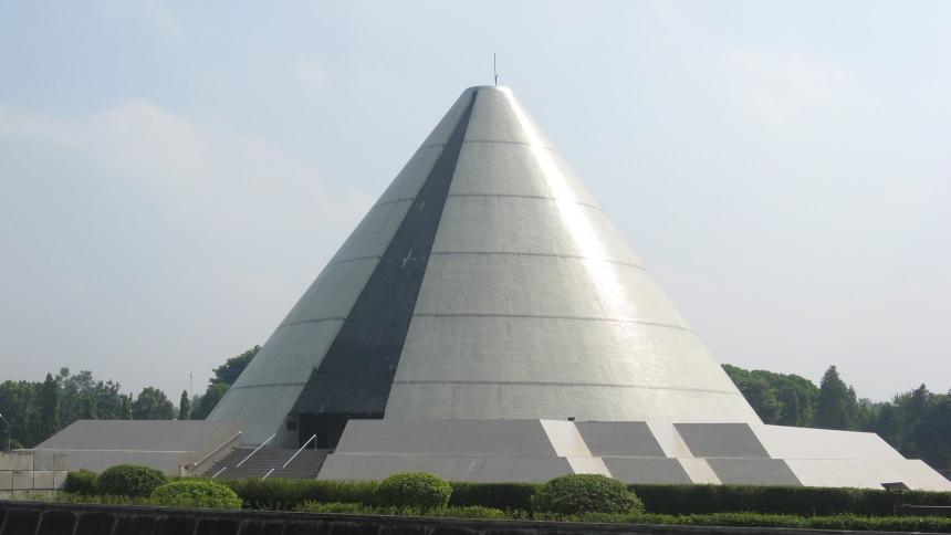 Monumen Yogya Kembali Monumen Yogya Kembali Cover - Dolan Dolen
