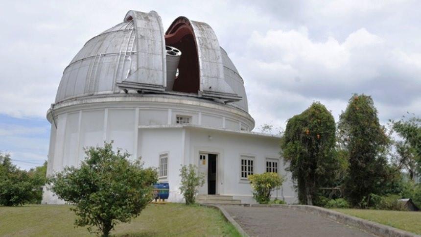 Observatorium Bosscha Observatorium Bosscha Cover - Dolan Dolen