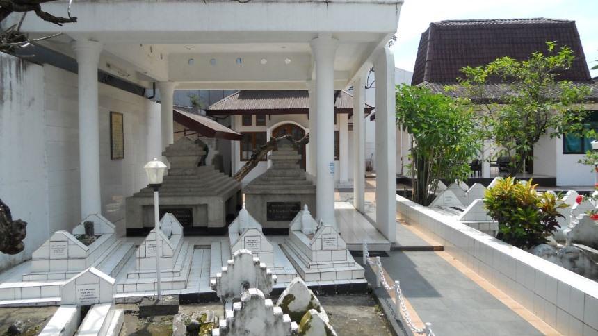 Makam Pangeran Diponegoro Makam Pangeran Diponegoro - Dolan Dolen