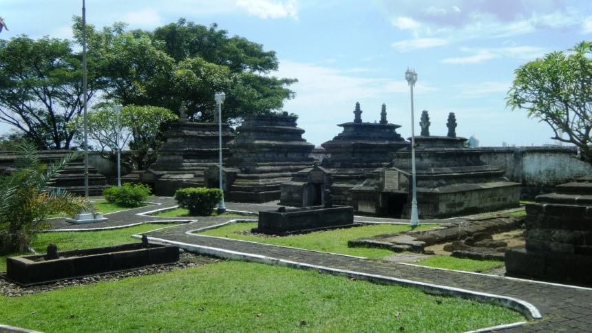 Makam Raja-Raja Tallo Makam Raja Raja Tallo - Dolan Dolen