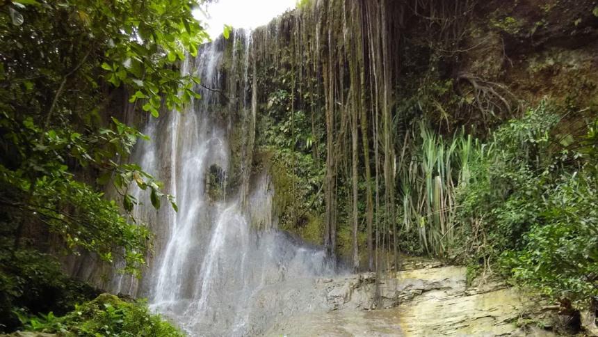 Air Terjun Goa Selarong Air Terjun Goa Selarong - Dolan Dolen
