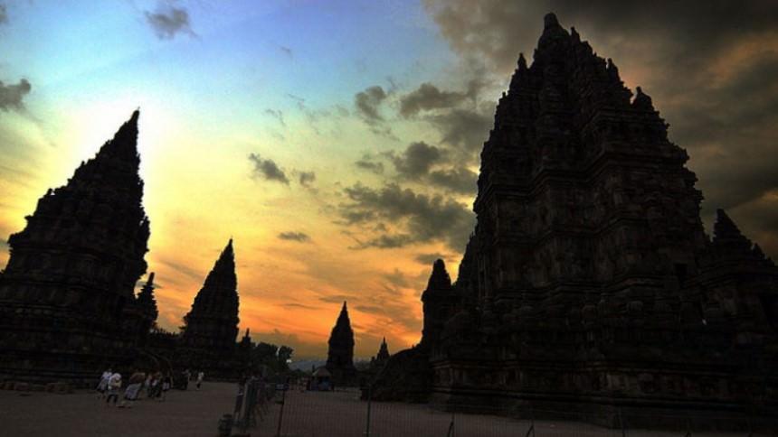 Candi Prambanan Sunrise Candi Prambanan Sunrise - Dolan Dolen