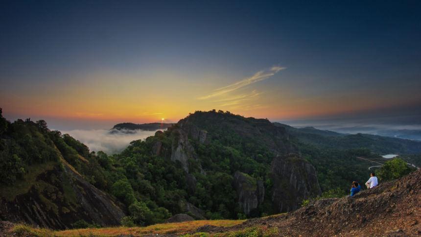 Gunung Api Purba Nglanggeran Gunung Api Purba Nglanggeran Sunrise - Dolan Dolen