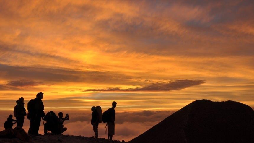 Gunung Merapi Sunrise Gunung Merapi Sunrise - Dolan Dolen
