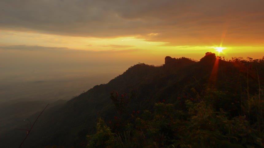 15 Spot Terbaik Untuk Menikmati Keindahan Sunrise Di Yogyakarta Dolan Dolen