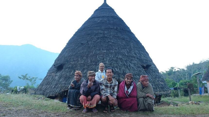 Penduduk Wae Rebo Penduduk Wae Rebo - Dolan Dolen