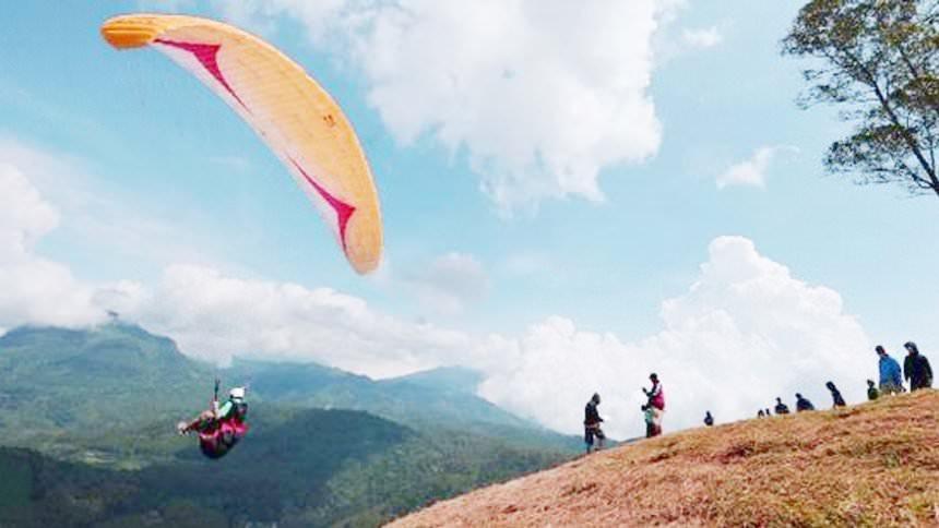Paragliding Gunung Haruman Garut Paragliding Gunung Haruman Garut - Dolan Dolen