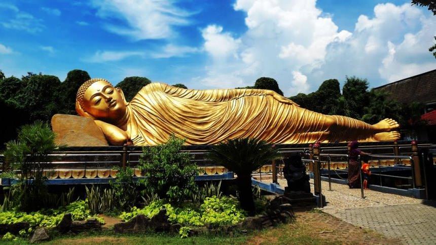 Patung Budha Tidur Mojokerto Patung Budha Tidur Mojokerto - Dolan Dolen
