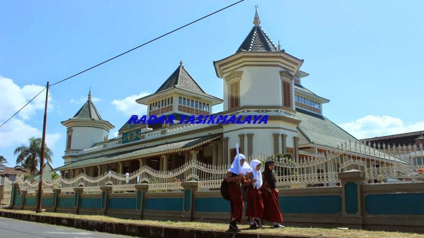 Masjid Agung Manonjaya Masjid Agung Manonjaya - Dolan Dolen