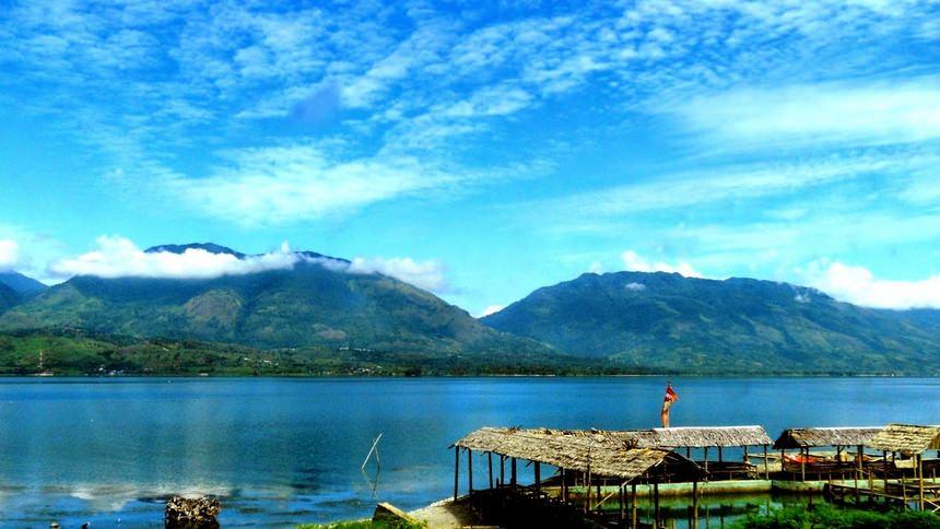 Keindahan Danau Singkarak Keindahan Danau Singkarak - Dolan Dolen