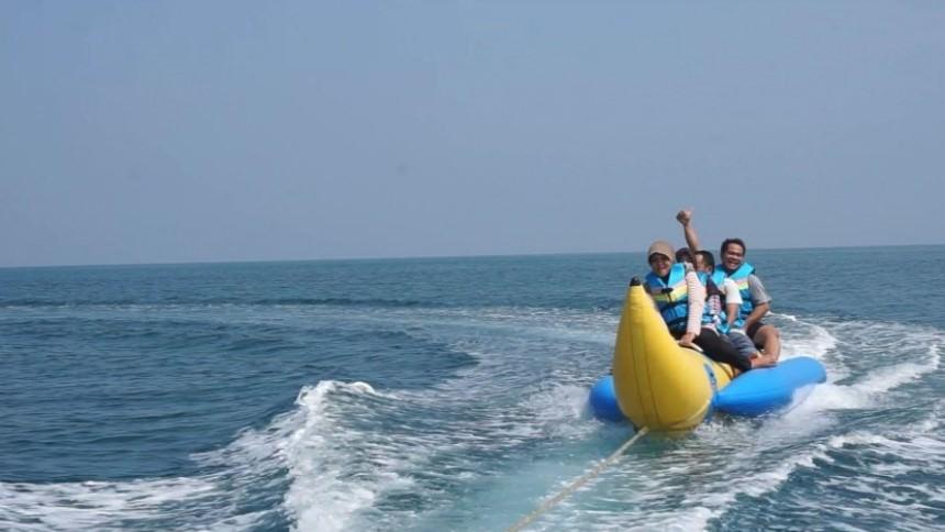 Boat di Pantai Tanjung Lesung Boat di Pantai Tanjung Lesung 1 - Dolan Dolen