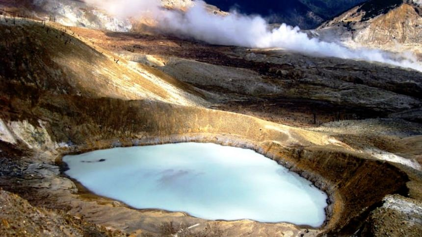 Kawah Gunung Papandayan Kawah Gunung Papandayan - Dolan Dolen