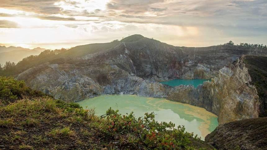 Indahnya Danau Kelimutu Indahnya Danau Kelimutu - Dolan Dolen