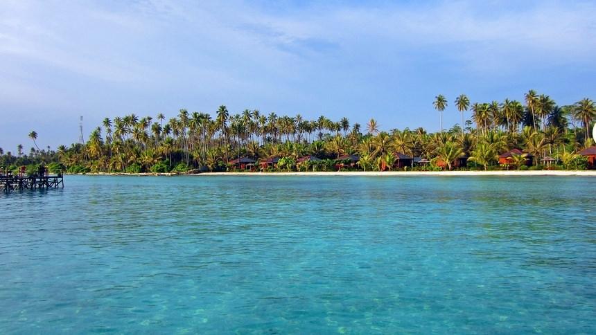 Beningnya Air di Kepulauan Derawan Beningnya Air di Kepulauan Derawan - Dolan Dolen