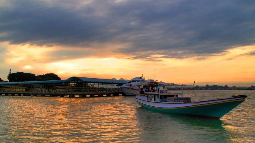 Pelabuhan Pantai Kartini Pelabuhan Pantai Kartini - Dolan Dolen