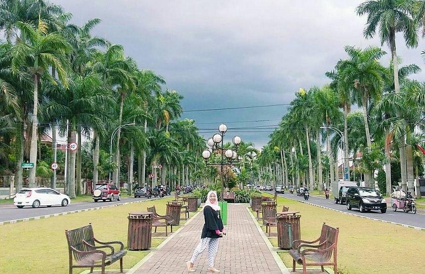 Ijen Boulevard Malang Ijen Boulevard by Zuniar Afifa Dolaners - Dolan Dolen