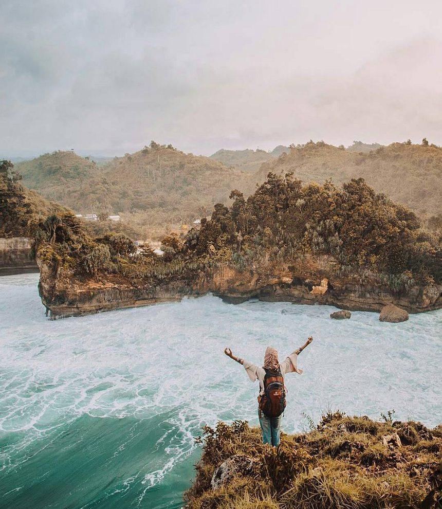 Pantai Batu Bengkung Malang Pantai Batu Bengkung via Vivian Dolandolen - Dolan Dolen