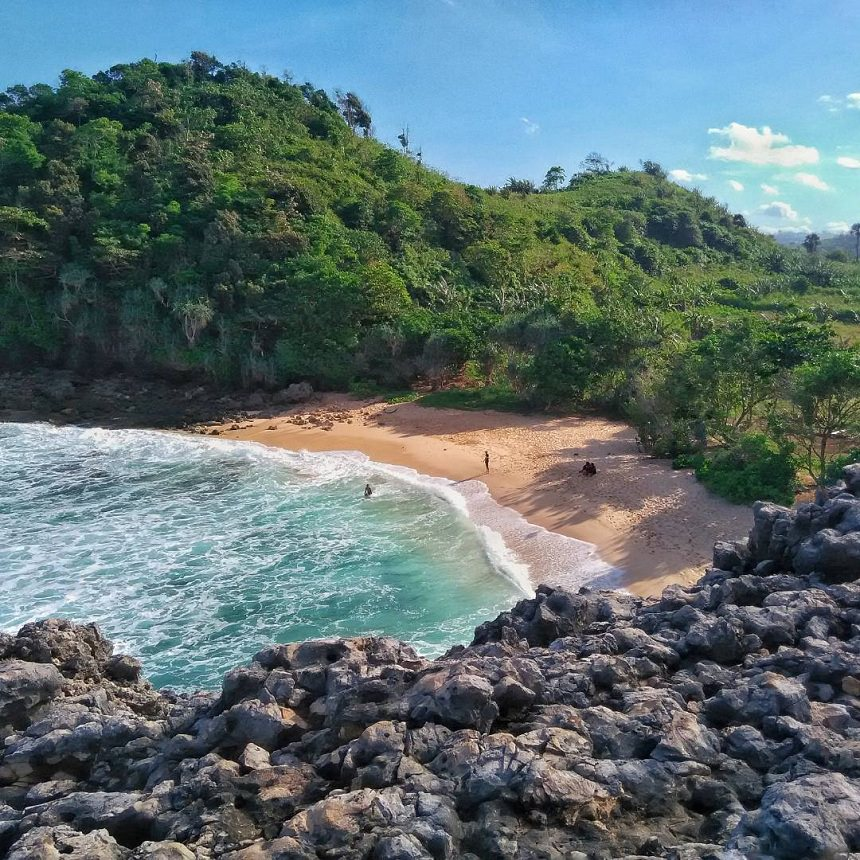 Pantai Watu Lepek Malang Pantai Watu Lepek via Aprianto Dolandolen - Dolan Dolen