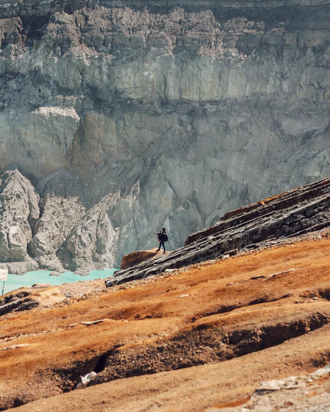 Kawah Ijen volcano and crater lake, Java Kawah Ijen by Grandhys Setyo Utomo Dolaners - Dolan Dolen