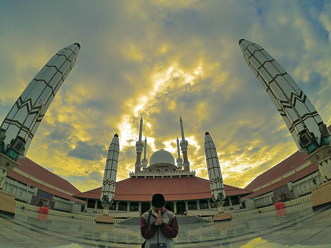 Great Mosque of Central Java Masjid Agung Jawa Tengah by Yogi Pamungkas Dolaners - Dolan Dolen
