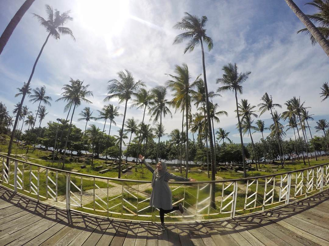 Watu Dodol Beach, Banyuwangi - Indonesia Pantai Watu Dodol by Ima Jayanti Dolaners - Dolan Dolen
