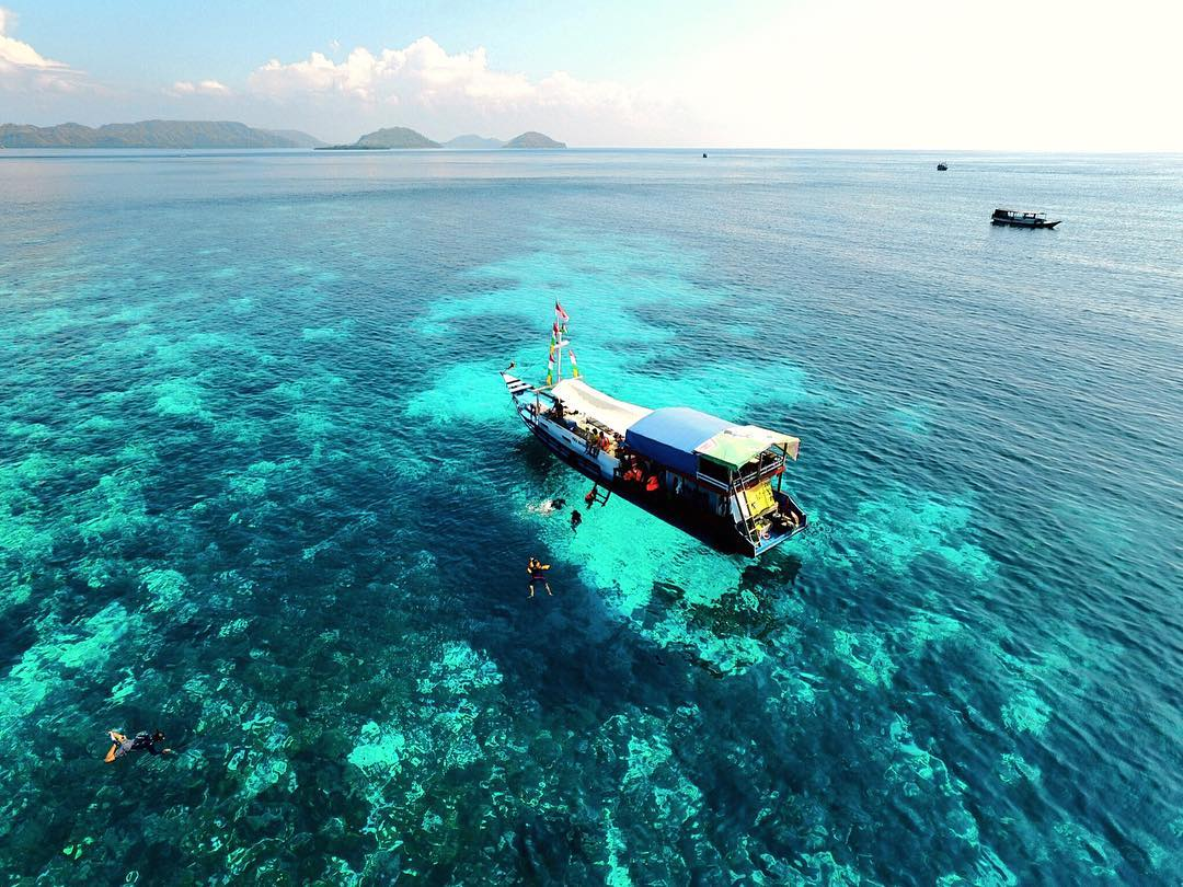 Pulau Komodo Indonesia Perairan Pulau Komodo by Yolanda Angelina Dolaners - Dolan Dolen