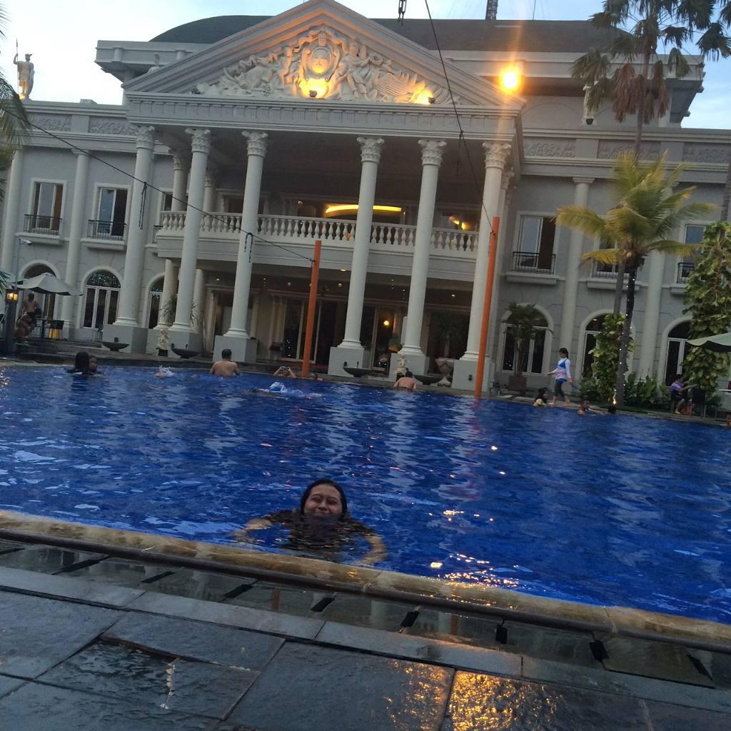 kolam renang, wisata bukit mas, surabaya, dolan dolen, dolaners Wisata Bukit Mas Surabaya vy ardhindayuu - Dolan Dolen