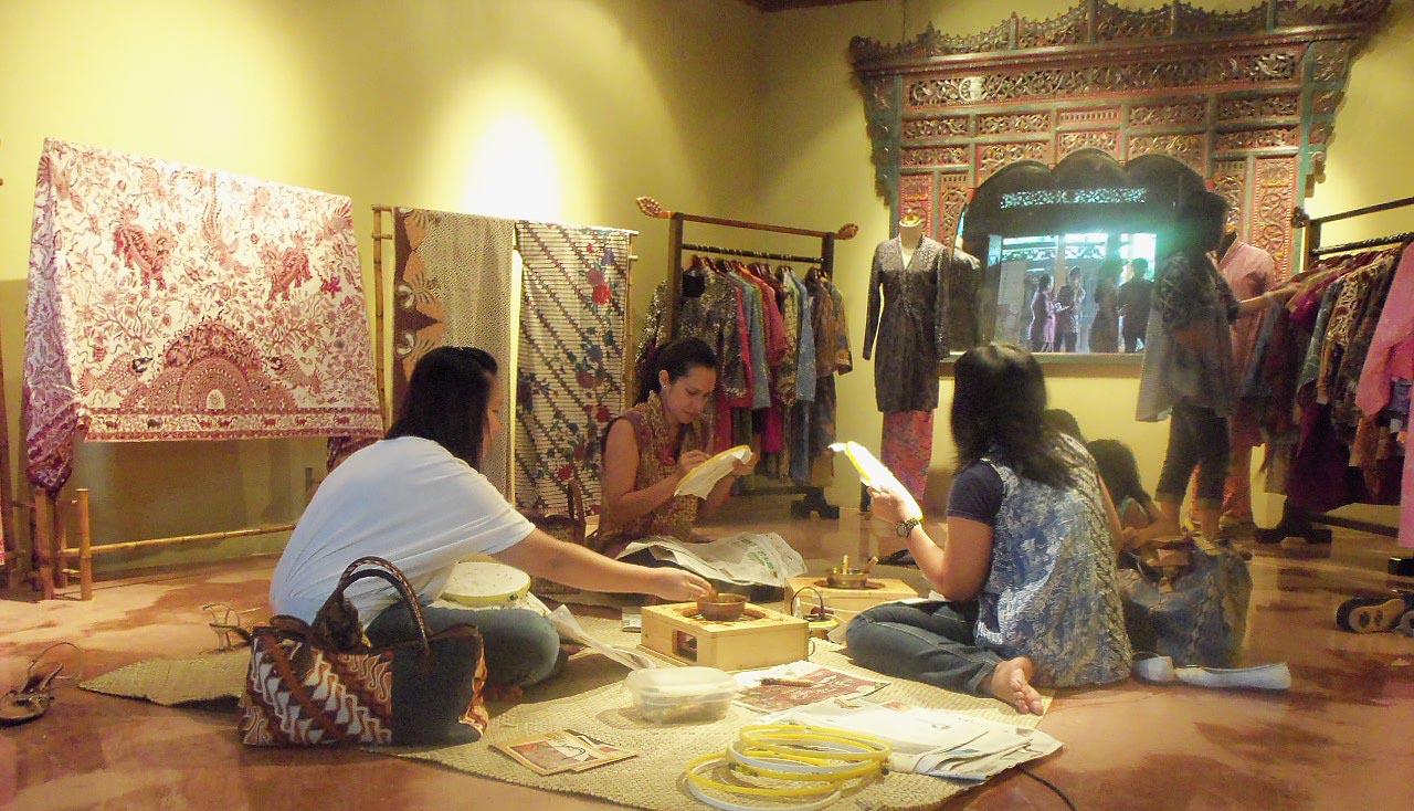 batik, rumah batik, rumah batik surabaya, rumah batik jawa timur, batik nenek, dolaners, dolan dolen batik nenek nenek via haryowidodo - Dolan Dolen