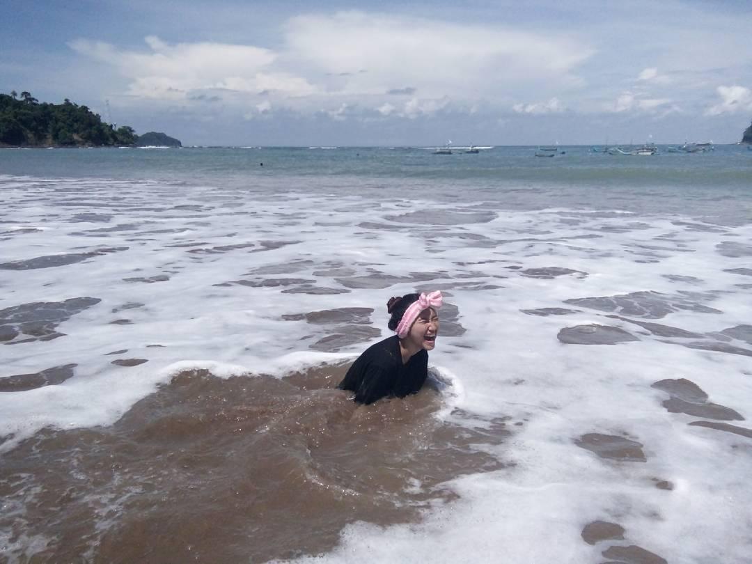 Eksplorasi Pantai Tamban, Pantai Tamban, Pantai Tamban Malang, Malang, Kabupaten Malang, Dolan Dolen, Dolaners Berenang di Pantai Tamban via afrieping  - Dolan Dolen
