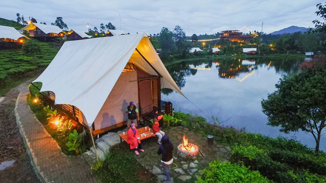Glamping Lakeside, Glamping di Bandung, Bandung, Kota Bandung, Dolan Dolen, Dolaners Glamping Legok Kondang via etet teterekel - Dolan Dolen