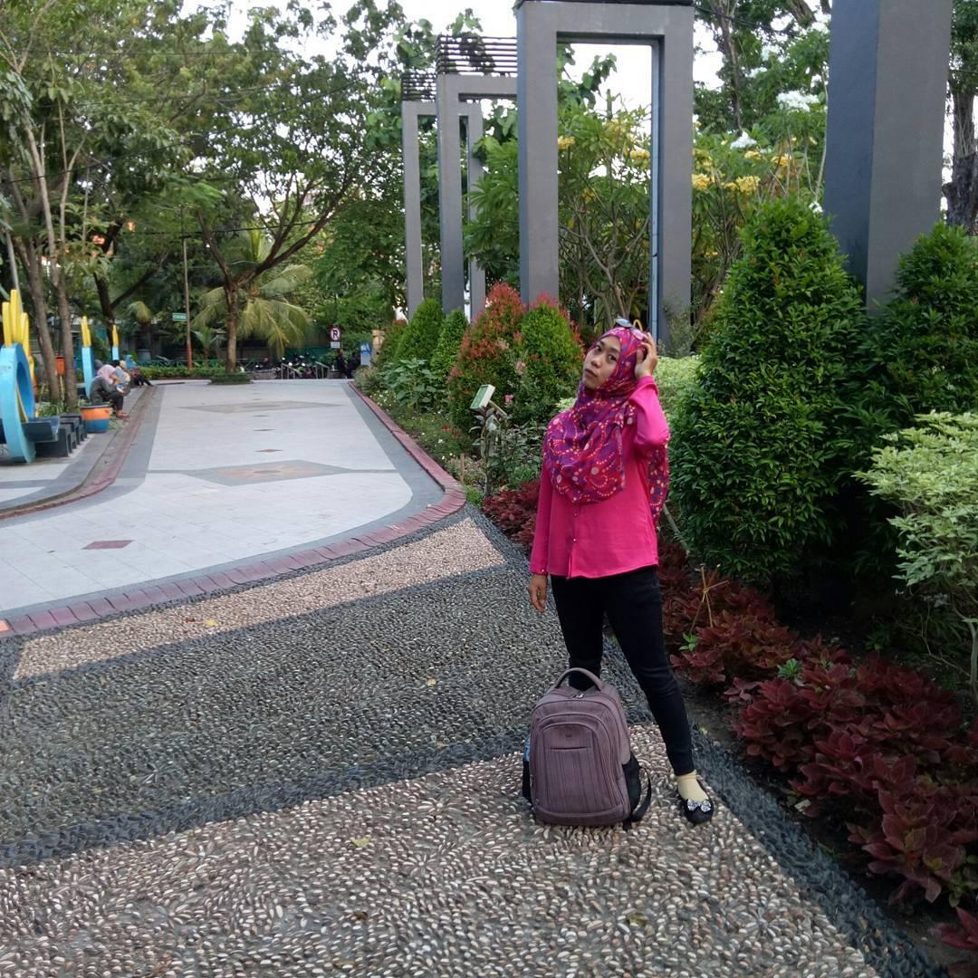 Taman Bungkul Surabaya, Taman Bungkul, Taman Kota Surabaya, Surabaya, Dolan Dolen, Dolaners Taman Bungkul via l3 - Dolan Dolen
