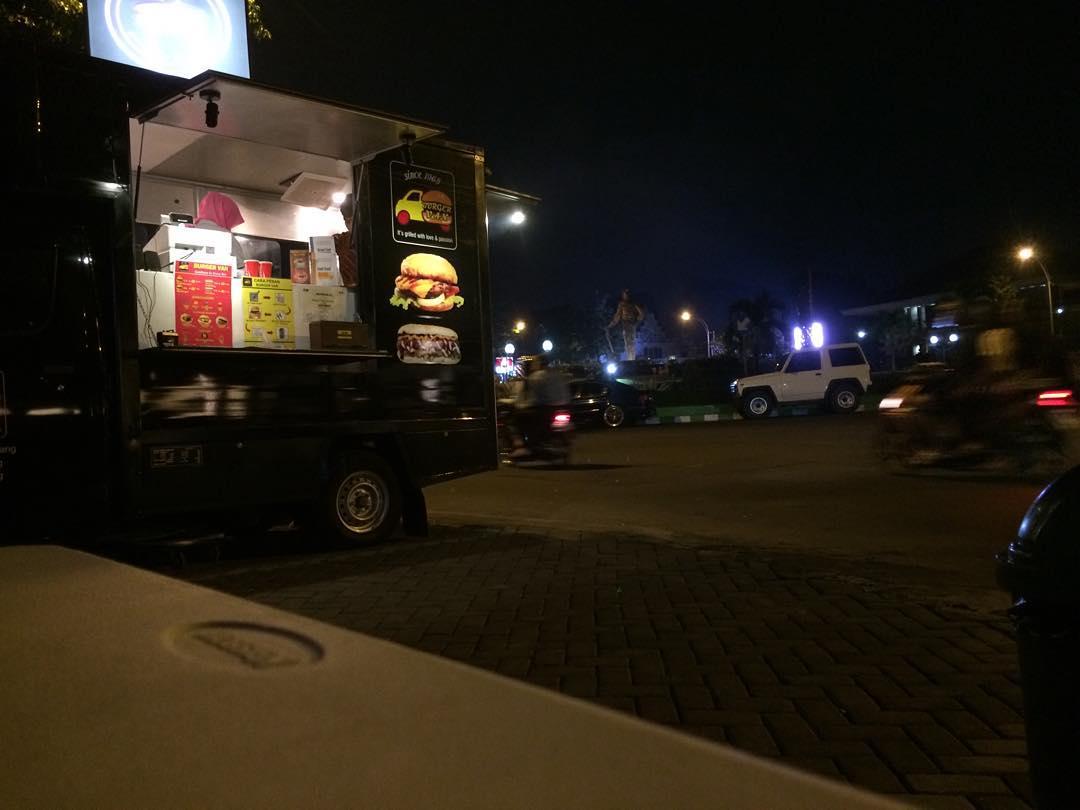 Burger Van Malang, Malang, Dolan Dolen, Dolaners Burger Van Malang via bryofandi13 - Dolan Dolen
