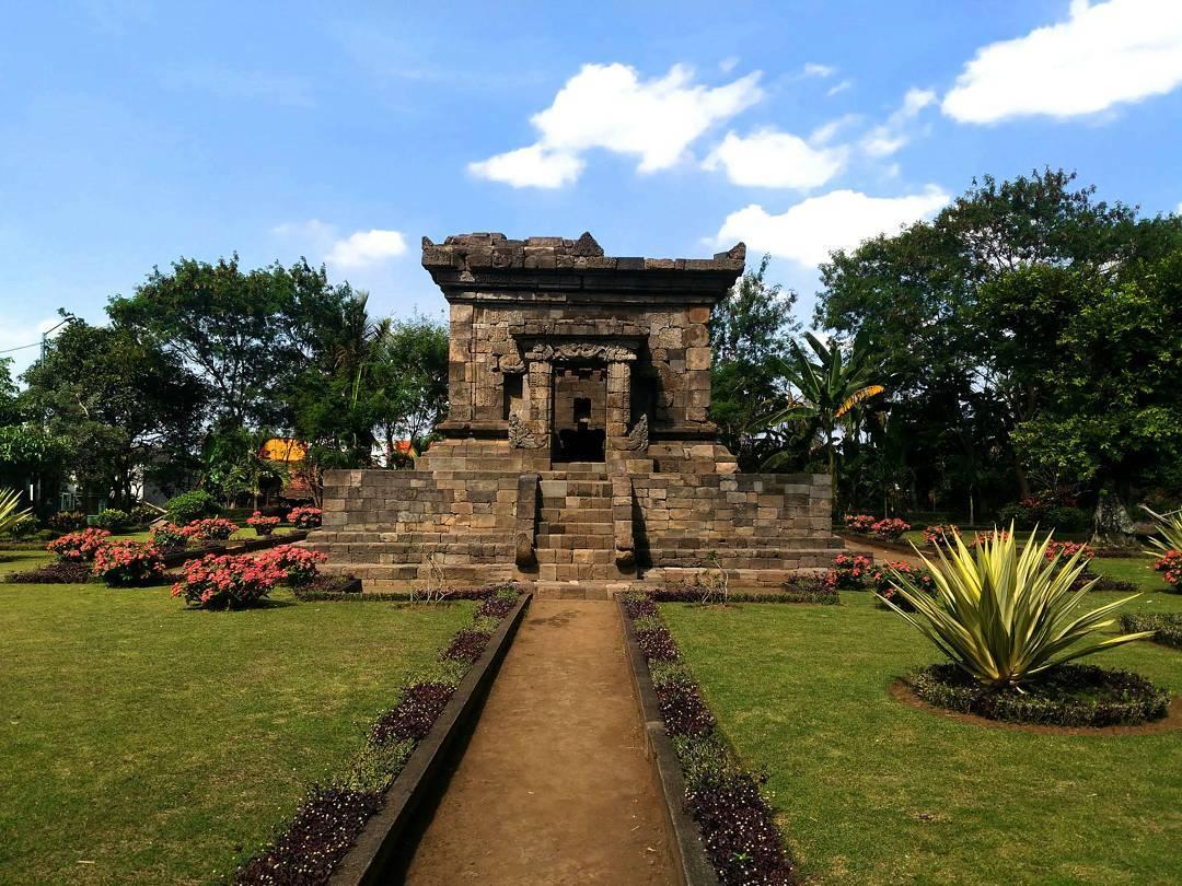 Candi Badut, Candi Badut Malang, Malang Raya, Dolan Dolen, Dolaners Candi Badut via ahadita meindra - Dolan Dolen