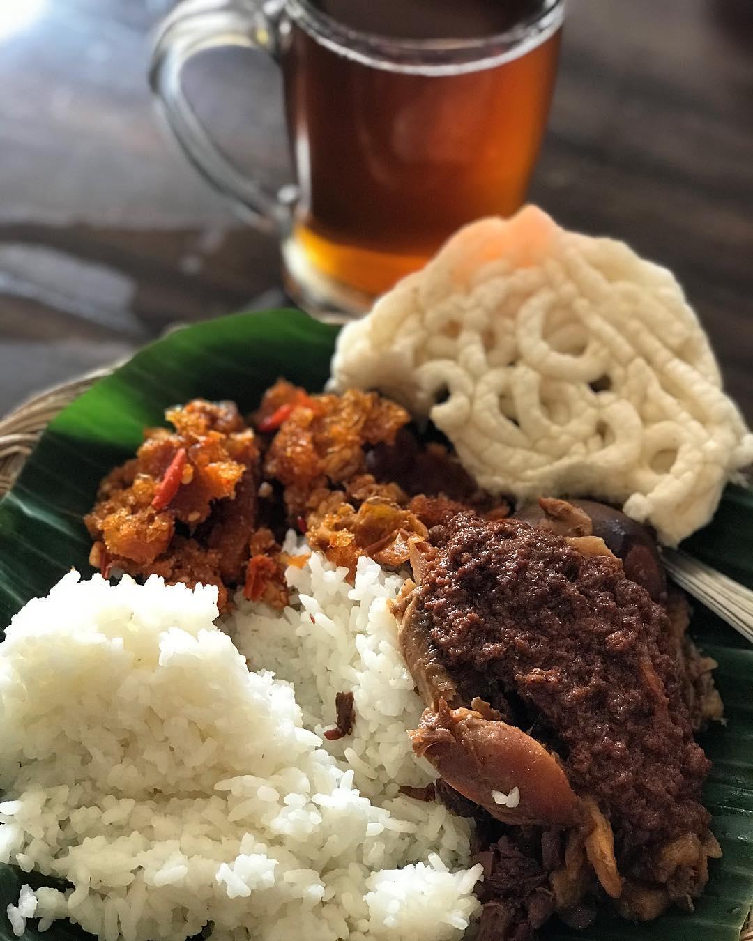 Gudeg Yu Djum, Gudeg Yu Djum Yogyakarta, Yogyakarta, Dolan Dolen, Dolaners Gudeg Yu Djum via dessyrachma 9 - Dolan Dolen