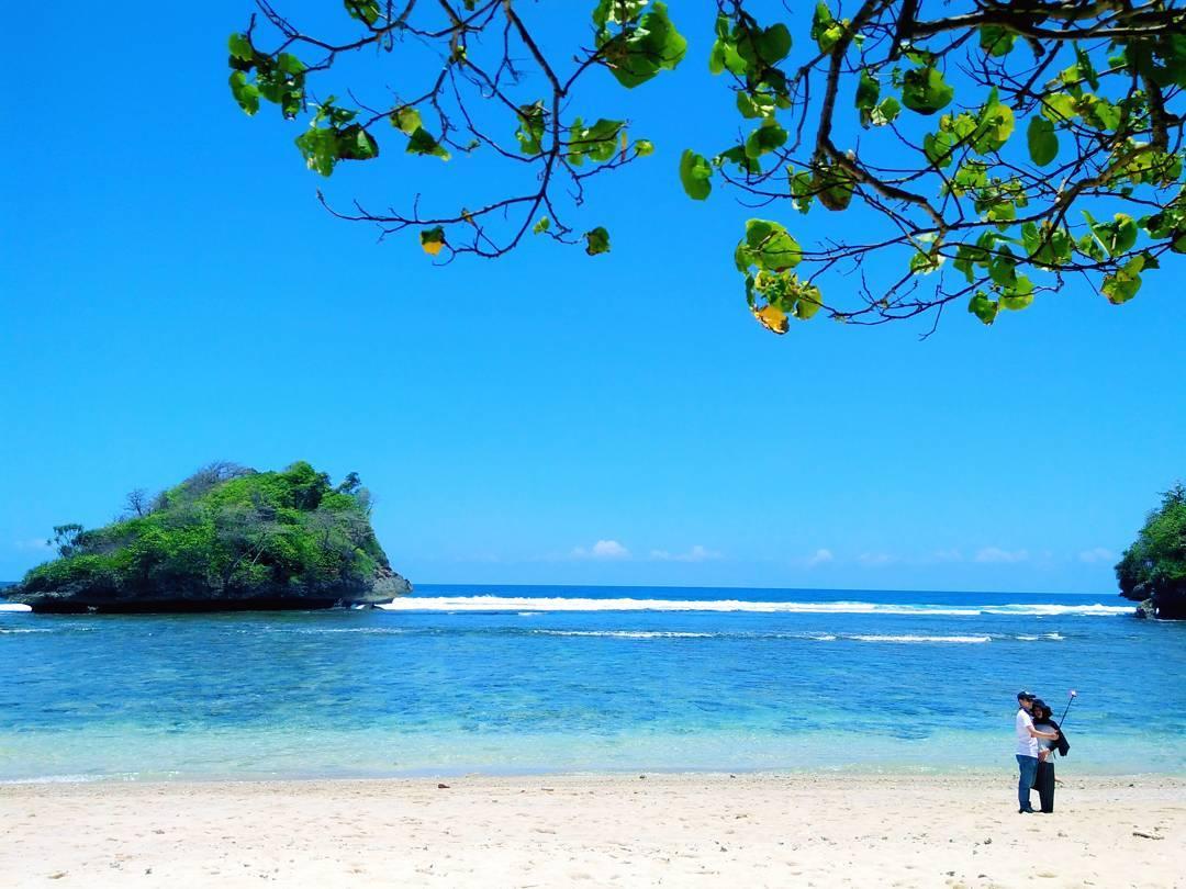 Pantai Teluk Asmoro, Malang, Kabupaten Malang, Dolan Dolen, Dolaners Pantai Teluk Asmoro via hakim ewo - Dolan Dolen