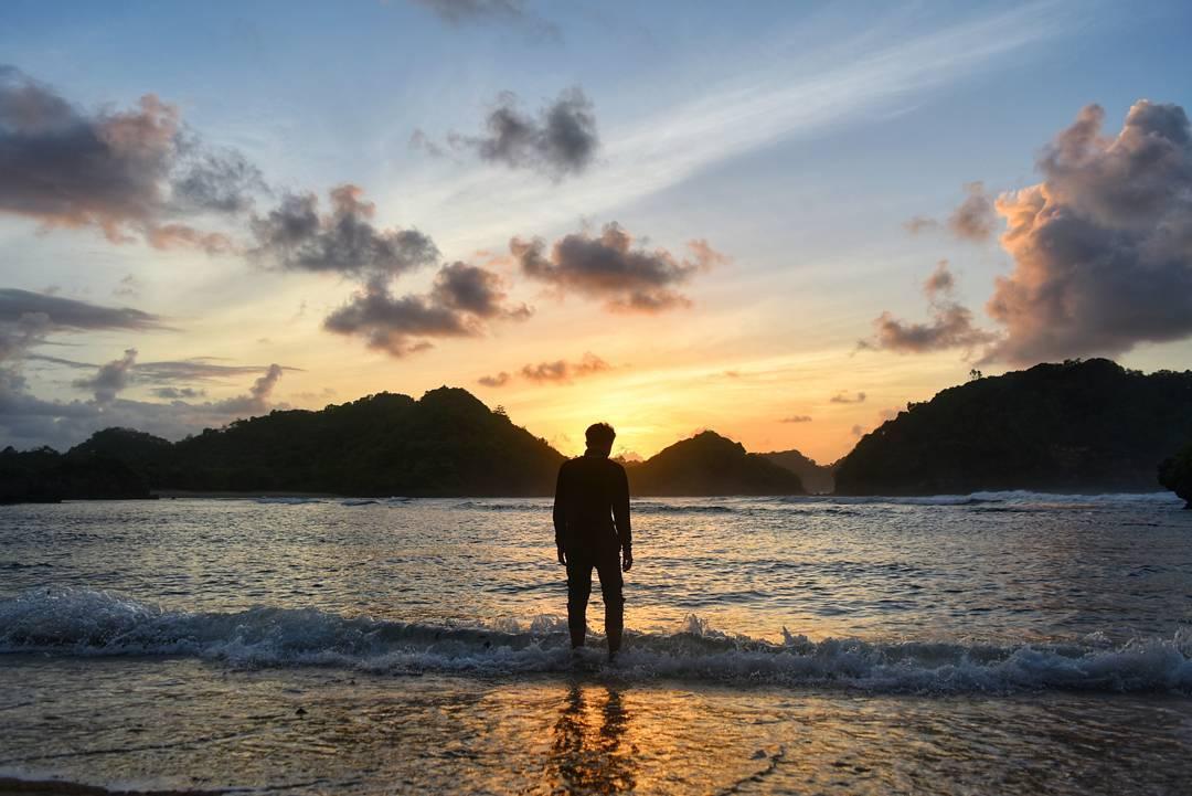 Pantai Teluk Asmoro, Pantai Teluk Asmoro Malang, Kabupaten Malang, Dolan Dolen, Dolaners Pantai Teluk Asmoro via irfansyahfir - Dolan Dolen