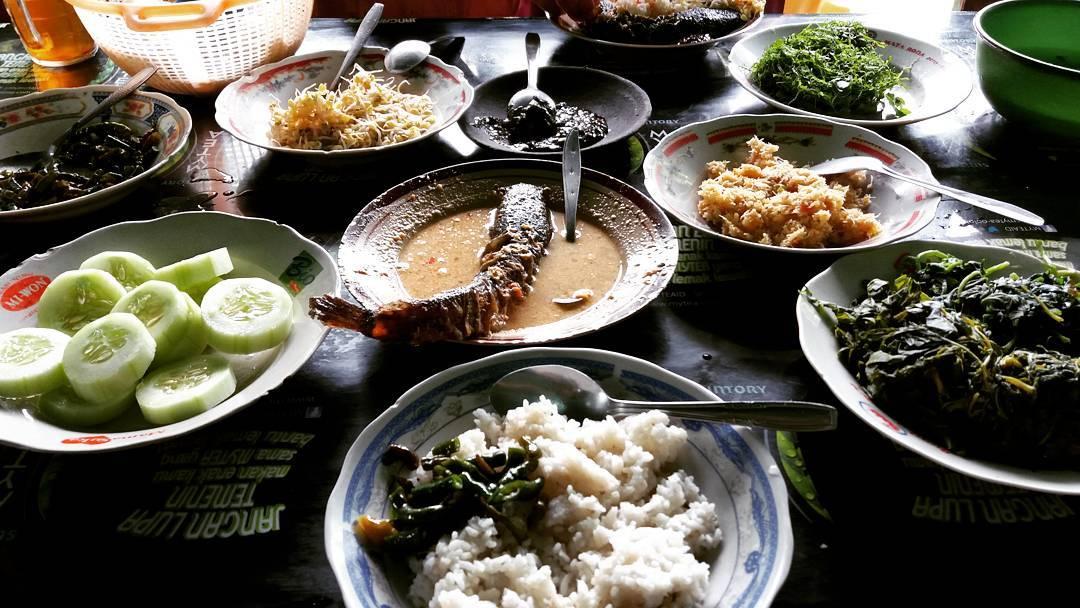 Mangut Lele Bu Is, Mangut Lele Bu Is Yogyakarta, Yogyakarta, Dolan Dolen, Dolaners Mangut Lele Bu Is via frederick - Dolan Dolen
