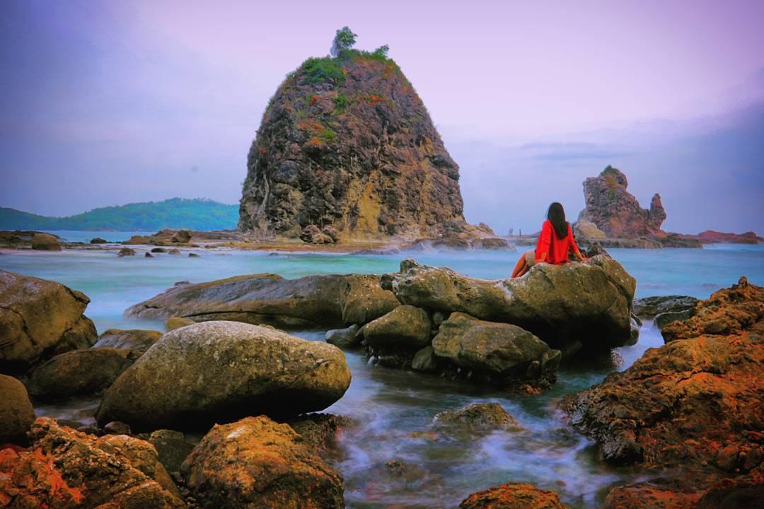 Pantai Watu Lumbung, Pantai Watu Lumbung Yogyakarta, Yogyakarta, Dolan Dolen, Dolaners Pantai Watu Lumbung via bingah inawati - Dolan Dolen