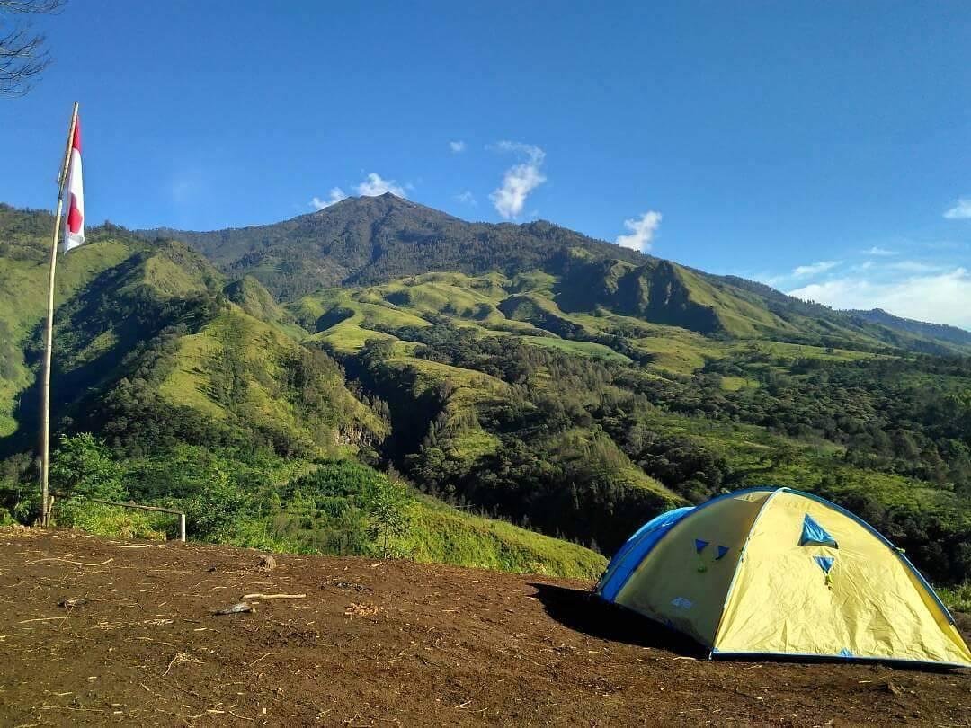 Camping via singosarislowhiking - 5 Camping Ground di Malang Raya Ini Punya View Alam