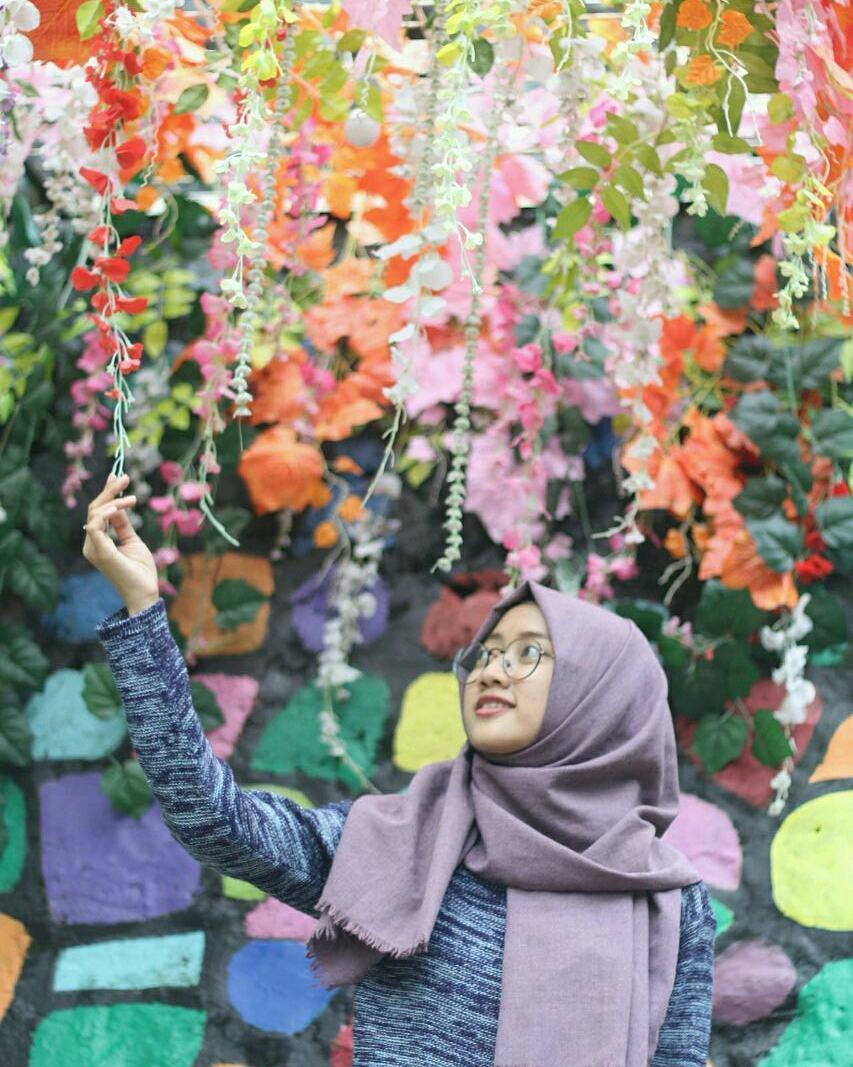 Chic dengan Bunga Warna Warni, Chic dengan Bunga Warna Warni Malang, Malang, Kota Malang, Dolan Dolen, Dolaners Chic dengan Bunga Warna Warni - Dolan Dolen