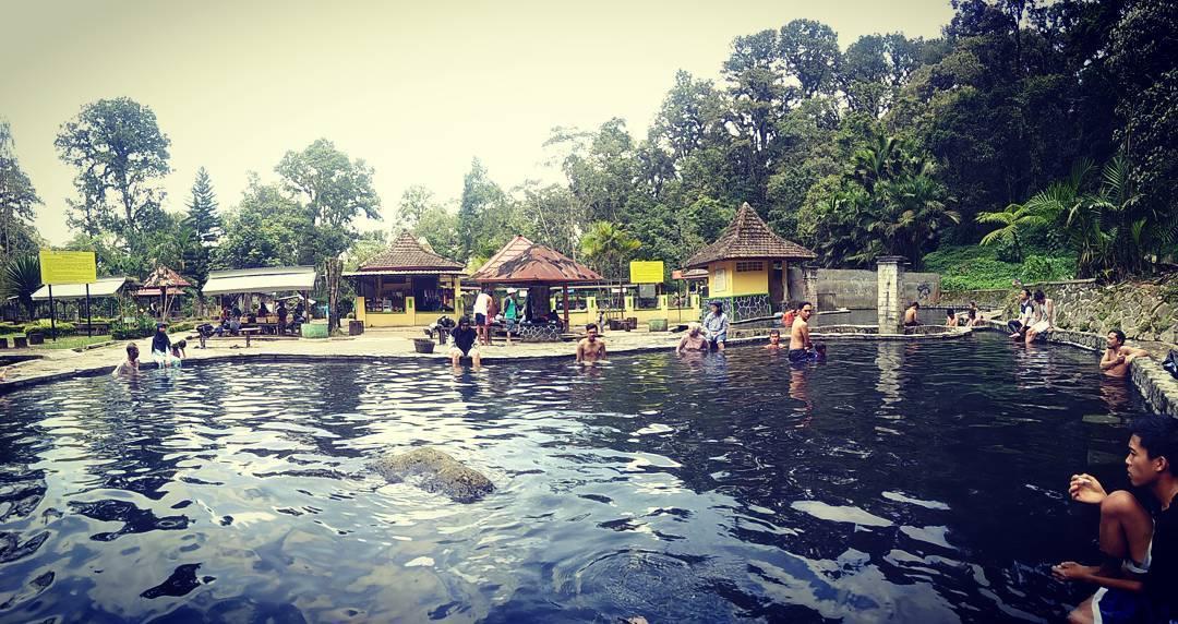 Kolam Air Hangat Alami, Malang Raya, Dolan Dolen, Dolaners Kolam Air Hangat Alami via tama putusonia - Dolan Dolen