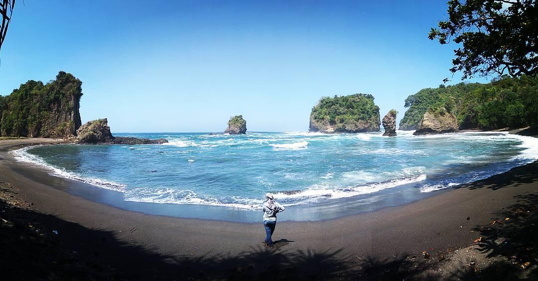 Pantai Teluk, Pantai Teluk Malang, Malang, Kabupaten Malang, Dolan Dolen, Dolaners Pantai Teluk via dear isna - Dolan Dolen
