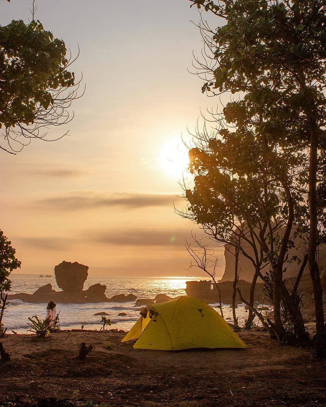 Senja Menguning di Watu Lepek, Malang, Kabupaten Malang, Dolan Dolen, Dolaners Tenangnya Camping di Watu Lepek by bilangagus - Dolan Dolen