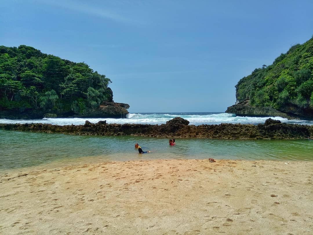 Berendam di Laguna yang Instagenik, Malang, Kabupaten Malang, Dolan Dolen, Dolaners Berendam di Laguna yang Instagenik via adikawidi - Dolan Dolen