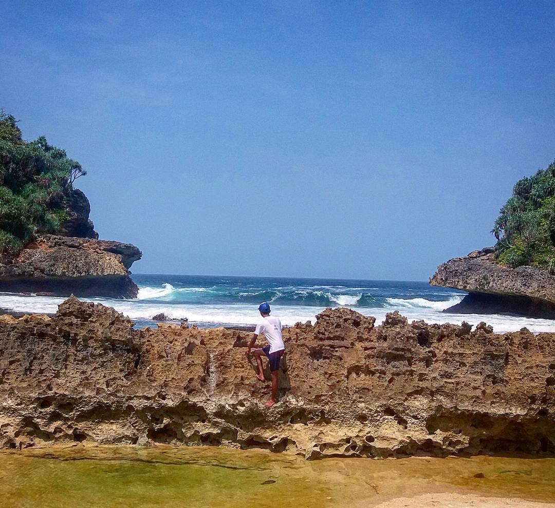 Karang Pagar Batu Bengkung yang Melengkung Elok, Malang, Kabupaten Malang, Dolan Dolen, Dolaners Karang Pagar Batu Bengkung yang Melengkung Elok via ekoaremania zjc635 - Dolan Dolen