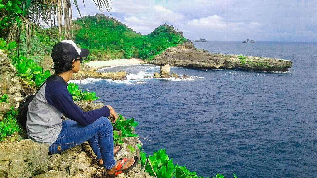 Memandang Pantai Watu Lepek, Malang, Kabupaten Malang, Dolan Dolen, Dolaners Memandang Pantai Watu Lepek via muhammad soerya ady - Dolan Dolen