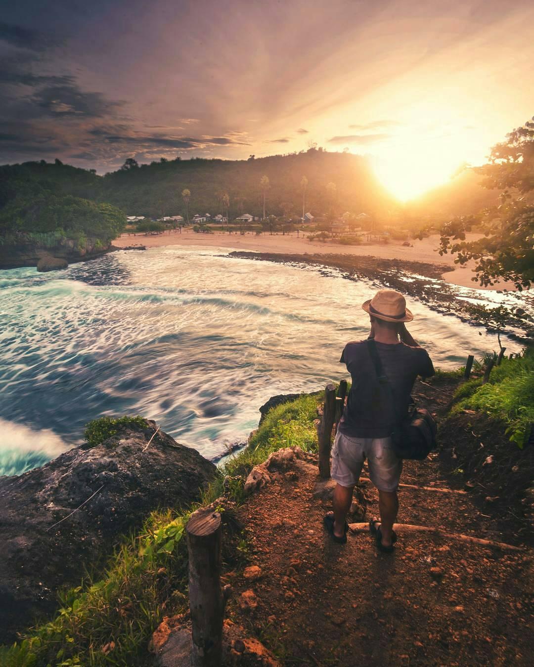 Panorama Pantai Batu Bengkung dari Bukit Bengkung, Malang, Kabupaten Malang, Dolan Dolen, Dolaners Panorama Pantai Batu Bengkung dari Bukit Bengkung by arungpatigeni2 - Dolan Dolen