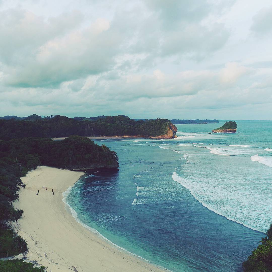 Pantai yang Tak Sendiri, Malang, Kabupaten Malang, Dolan Dolen, Dolaners Pantai yang Tak Sendiri via didits - Dolan Dolen