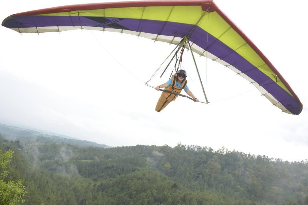 Paragliding, Kota Batu, Malang Raya, Dolan Dolen, Dolaners Paragliding via aristyanie - Dolan Dolen